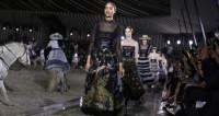 Показ Christian Dior: проливной дождь и мексиканские наездницы