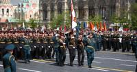Мощь техники и женские батальоны: в городах России прошел Парад Победы