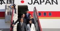 Абэ прибыл с Москву для встречи с Путиным