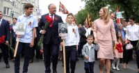 Колонну «Бессмертного полка» в Кишиневе возглавил президент Додон