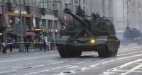 Десятки танков и роботов сотрясли Красную площадь