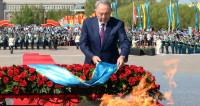 Назарбаев возложил цветы к Вечному огню в Алматы