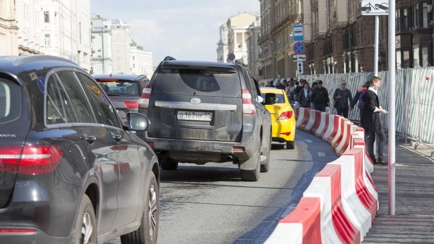 Московских водителей попросили пересесть на общественный транспорт 9 мая