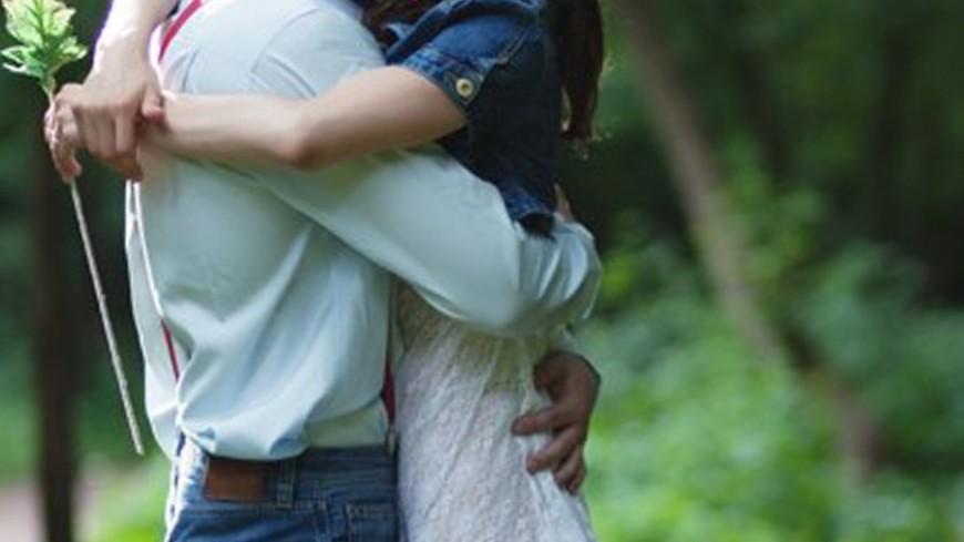 """Фото: Елизавета Шагалова, """"«МИР 24»"""":http://mir24.tv/, влюбленные, обнимашки, объятия, любовь, пара"""