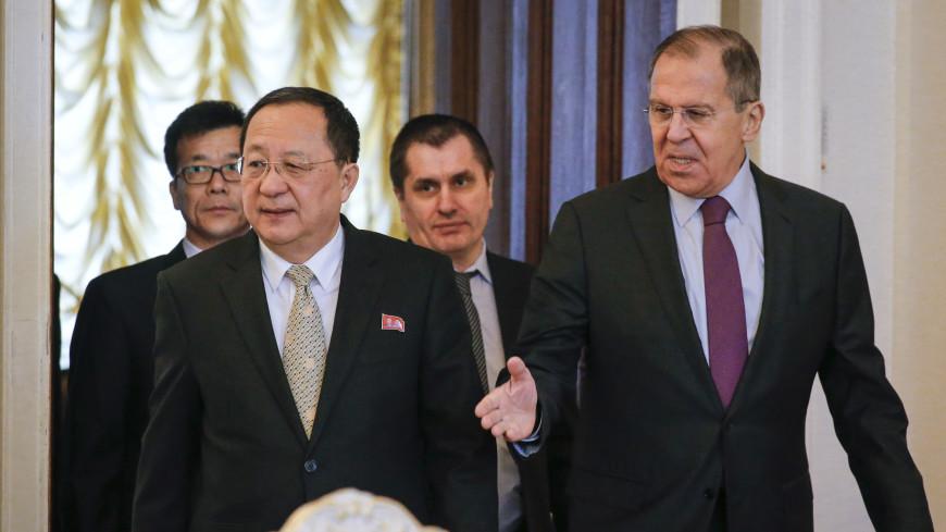 Лавров и глава МИД КНДР тепло пожали друг другу руки