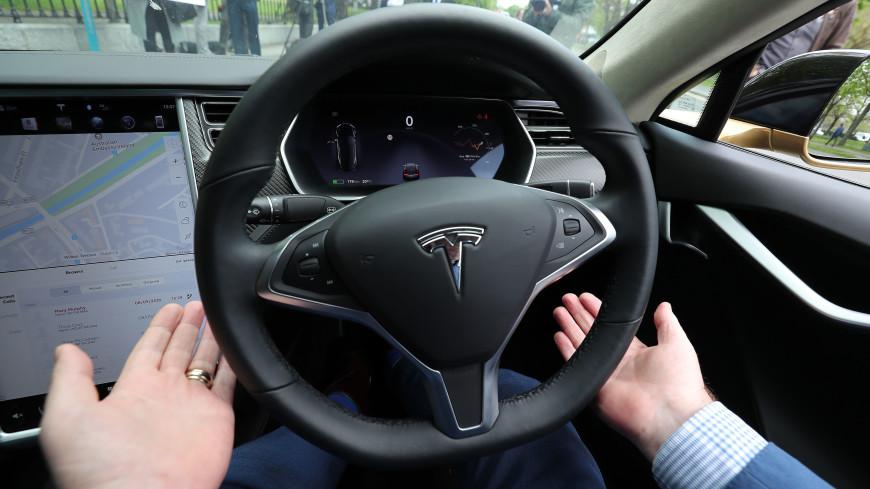 Tesla на автопилоте врезалась в пожарный автомобиль