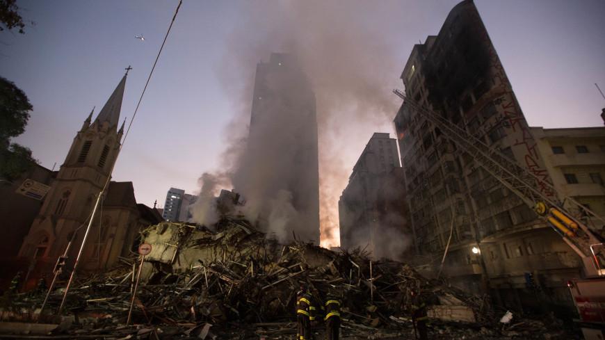 В Сан-Паулу обрушился горящий небоскреб