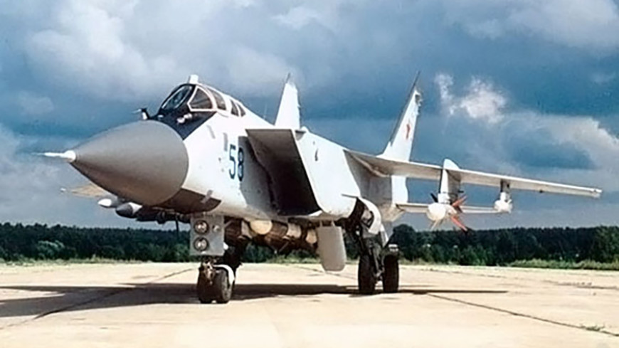 Самолет МиГ-31 загорелся на аэродроме в Пермском крае