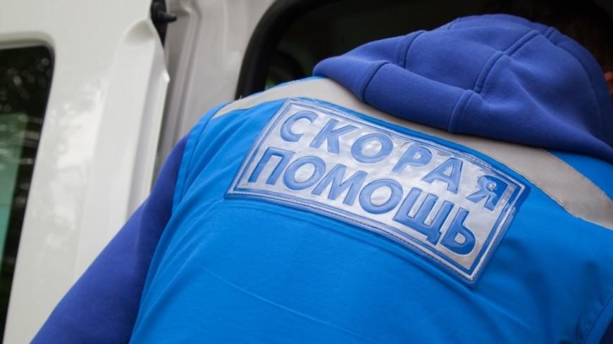 В Кирове двух человек придавило остановкой