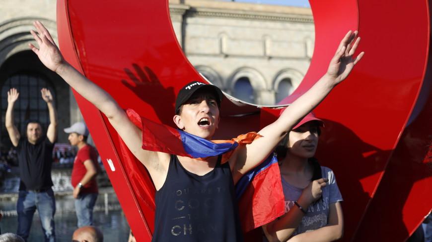 В Тбилиси снесли палатки протестующих