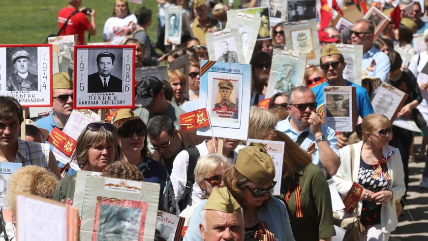 «Бессмертный полк»: в Англии сотни людей прошли с портретами героев