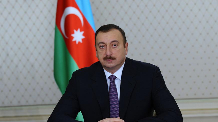 Алиев поздравил Путина с вступлением в должность президента России