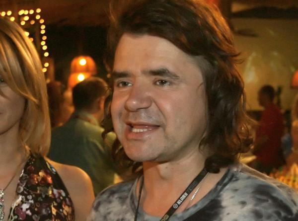 Исполнитель шлягеров 90-х Евгений Осин умер на 55 году жизни