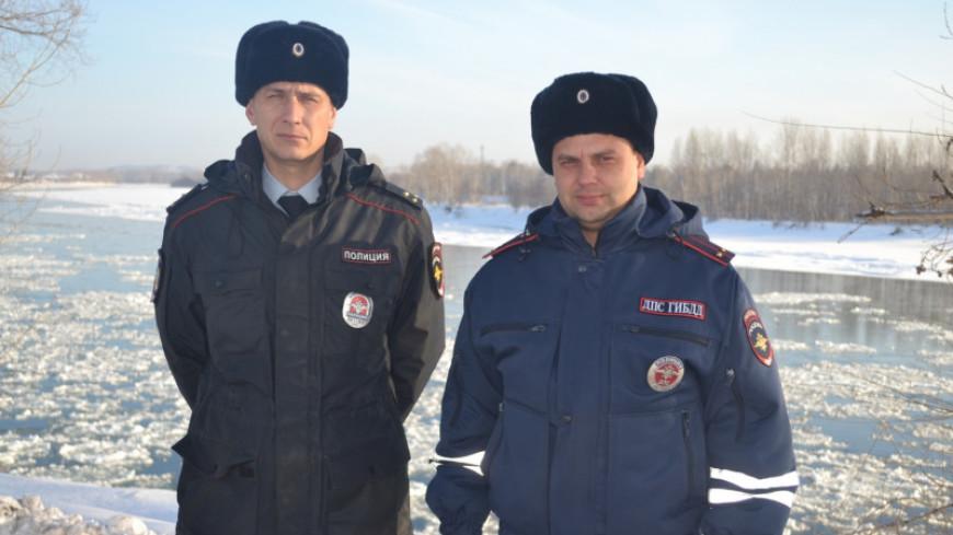 Под Красноярском автоинспектора потушили пожар снежками