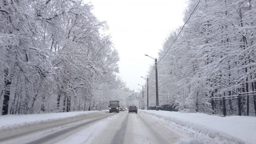 Сильный снегопад привел к транспортному коллапсу в Ростовской области