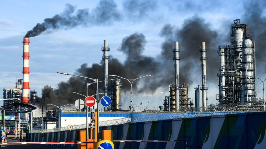 Черный дым и горящий факел на НПЗ в Капотне напугал соцсети