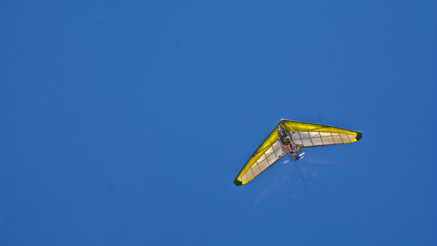 Страшное приключение: американец полетал на дельтаплане без страховки