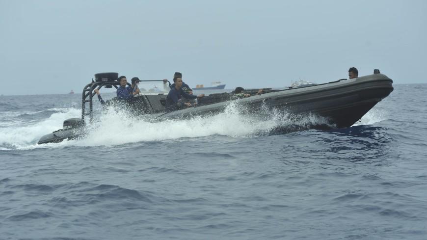 Полсотни водолазов ищут черный ящик разбившегося в Индонезии Boeing