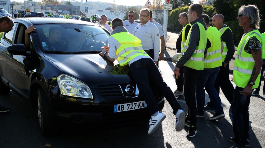 Более 200 человек пострадали во Франции в ходе протестов против цен на бензин