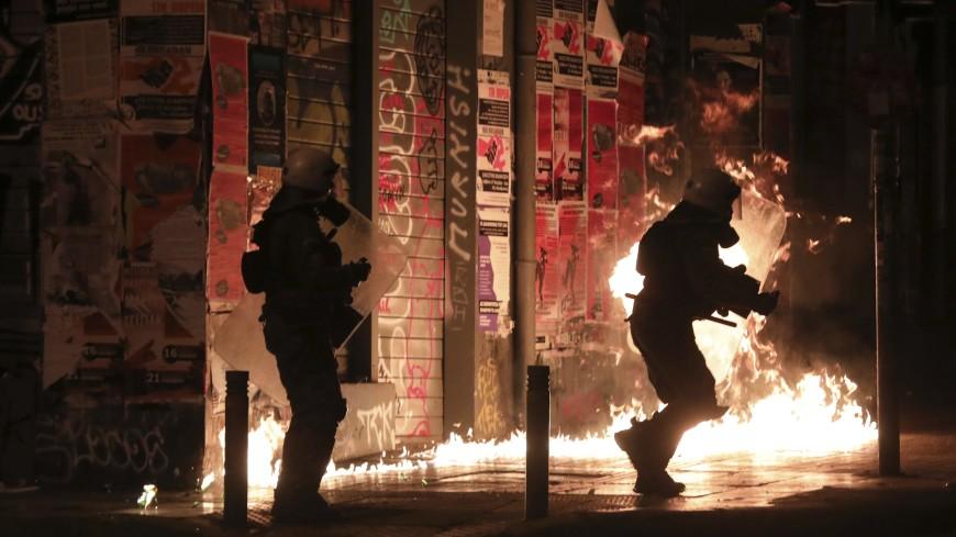 В Афинах при столкновениях с полицией задержали более 20 человек
