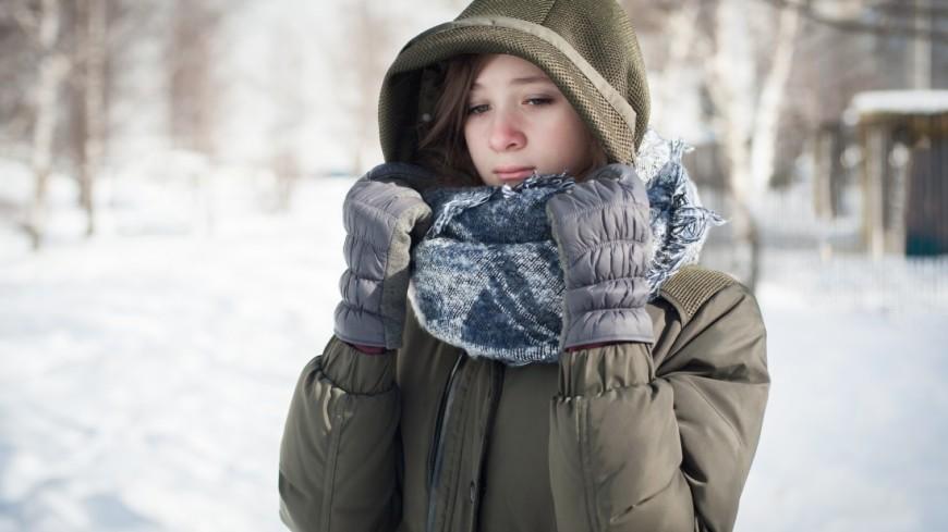 Молодая девушка в морозный день