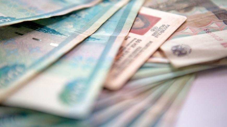 """Фото: Алан Кациев (МТРК «Мир») """"«Мир 24»"""":http://mir24.tv/, экономика, деньги, водительское удостоверение, водитель, автомобиль, машина, документы, бизнес"""
