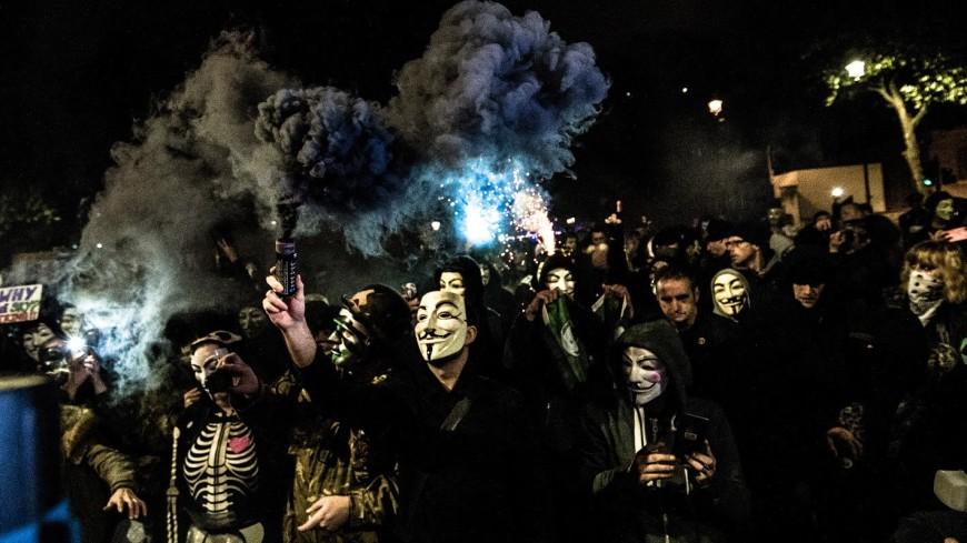 Британцы вышли на антиправительственную акцию «Марш миллиона масок»