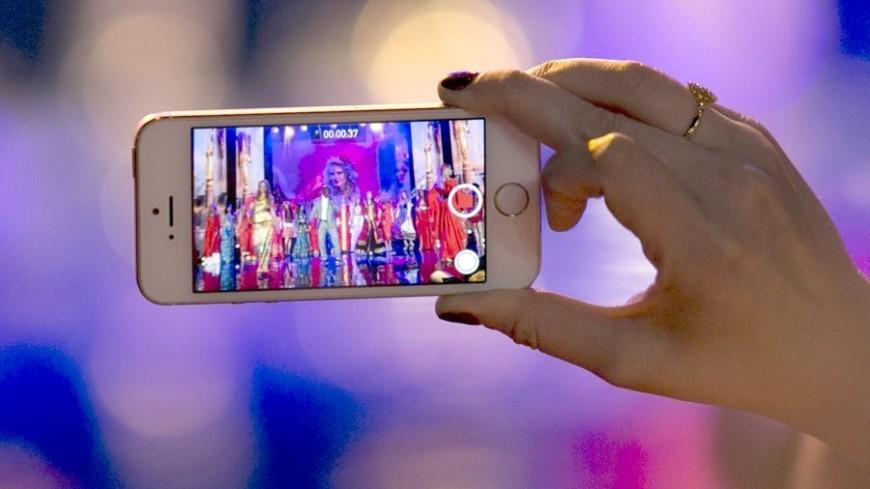 """© Фото: """"Алан Кациев, «Мир 24»"""":http://mir24.tv/, мобильный телефон, iphone, фото, фотограф"""