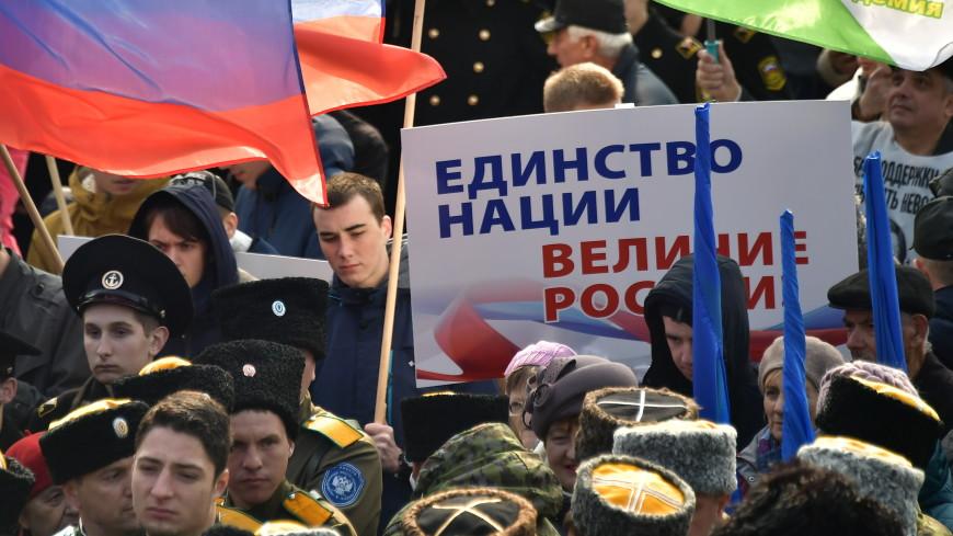 «Россия – это мы»: на Поклонной горе развернули флаги 85 регионов страны