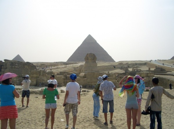 В Египте нашли древнюю стелу с изображением двух цариц