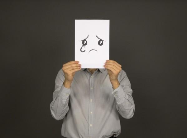 Школьников и офисных работников в Японии призвали плакать