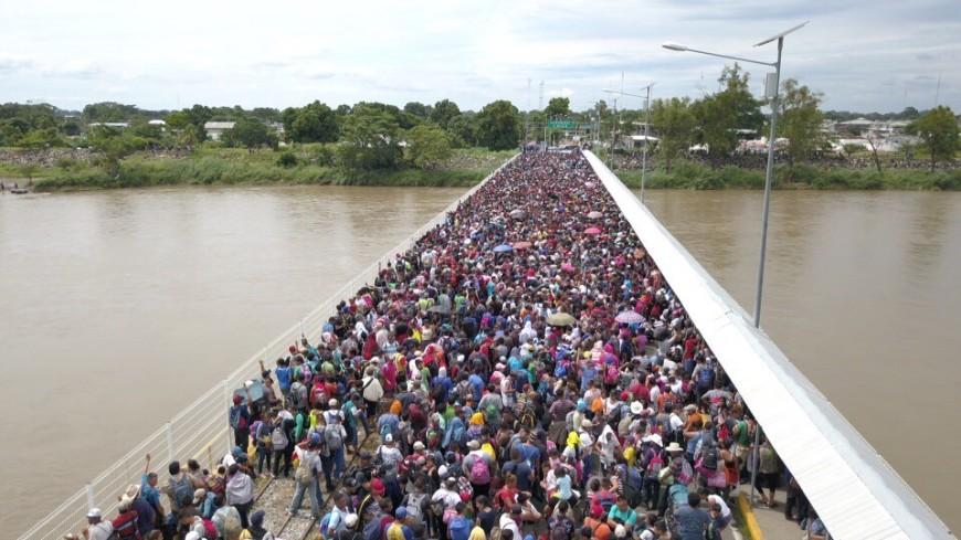 Поход на Вашингтон: толпы гондурасцев штурмуют мексиканскую границу