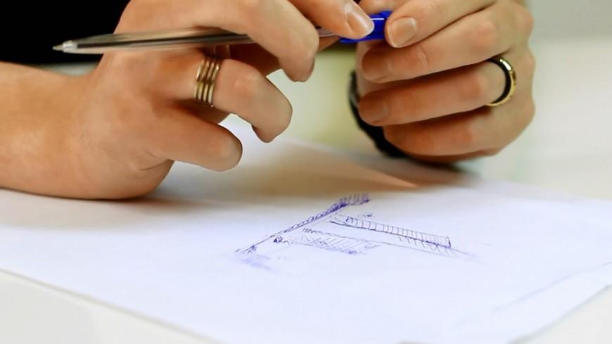 """Фото: Елена Андреева, """"«Мир 24»"""":http://mir24.tv/, ручка, руки, рисунок, художник, лекция, университет"""