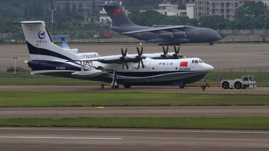 Самый большой в мире самолет-амфибия впервые взлетел с воды