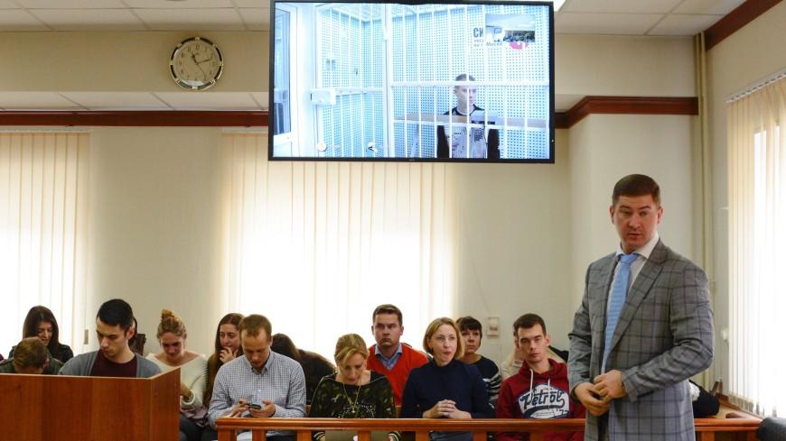 Адвокат назвал брата Кокорина «домашним ребенком», но его оставили за решеткой