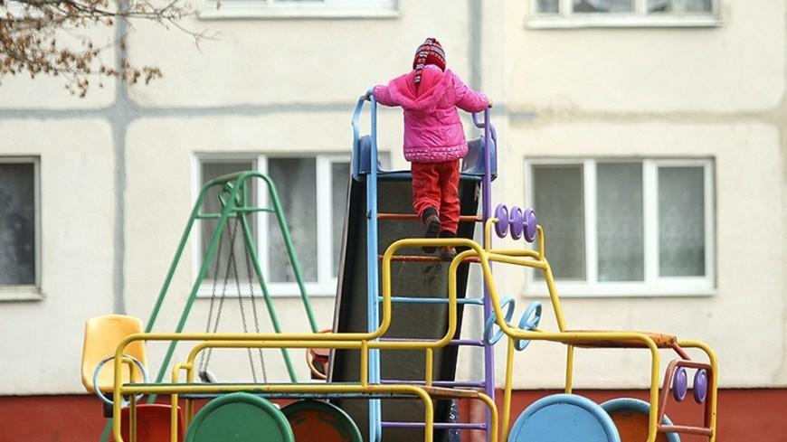 """Фото: Виталий Залесский, """"МТРК «Мир»"""":http://mir24.tv/, ребенок на детской площадка, детская площадка, ребенок"""