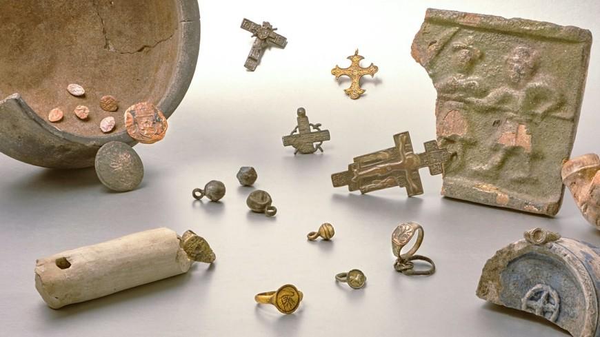 Срубы, монеты, украшения: следы древнего поселения нашли в Москве