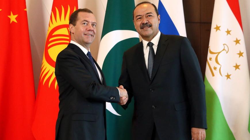 Медведев и Арипов перед встречей межправкомиссии обсудили сотрудничество