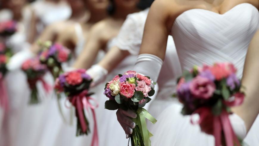 Священник предложил брать с невест налог за глубокое декольте