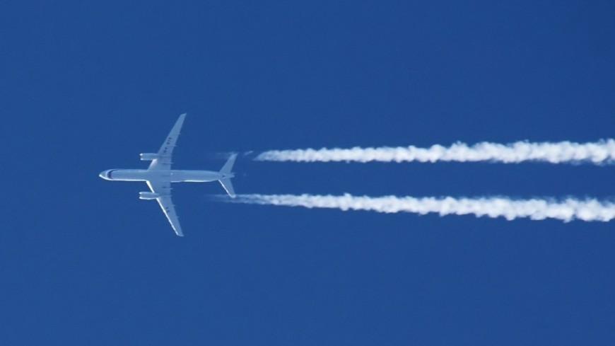В Индии в салоне самолета резко упало давление: десятки пострадавших