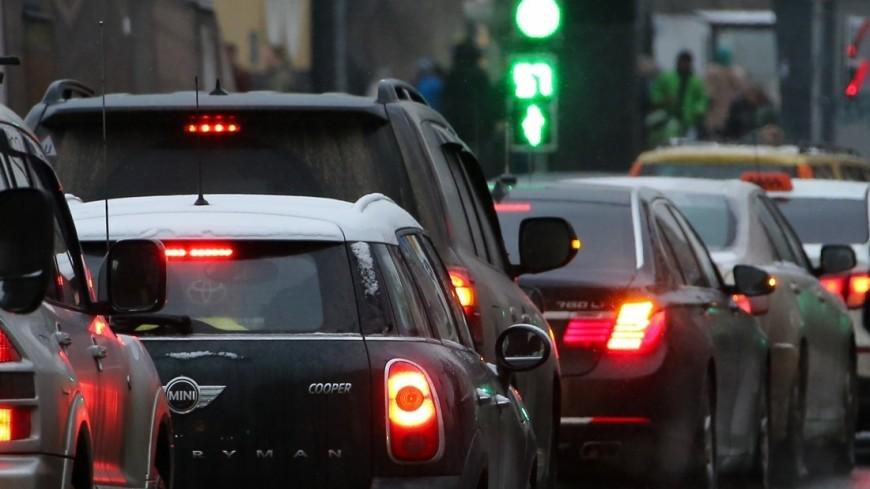 Москвичей предупредили о серьезных заторах на дорогах