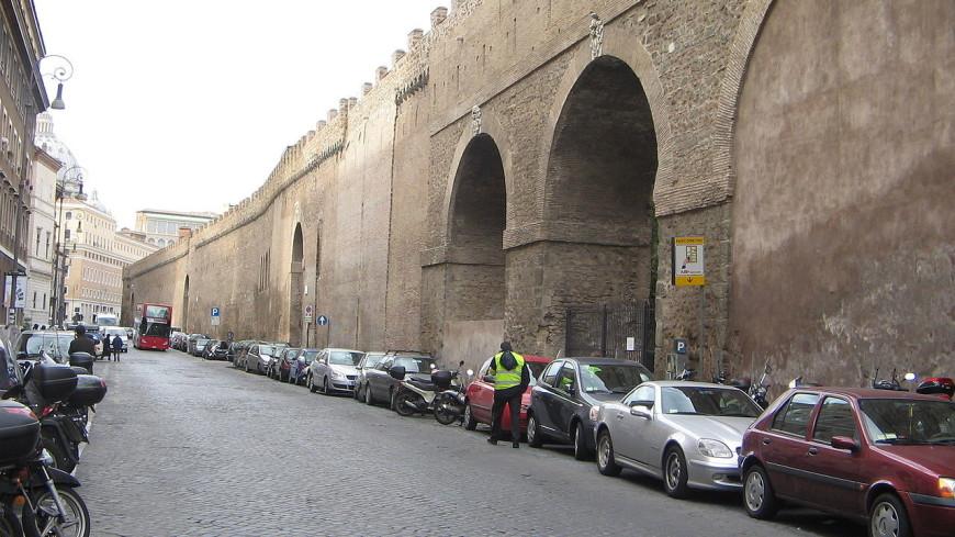 В Риме частично обрушился старинный виадук для папы римского