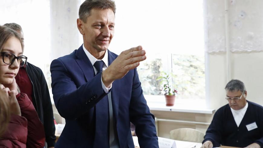Кандидат во владимирские губернаторы Сипягин пришел на участок вместе с сыновьями