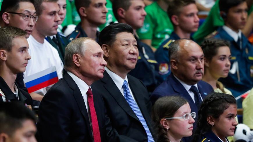 Путин и Си Цзиньпин приехали центр «Океан» пообщаться с детьми