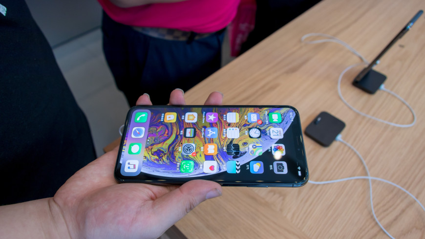 iPhone XS Max продержался под двумя метрами пива пять часов