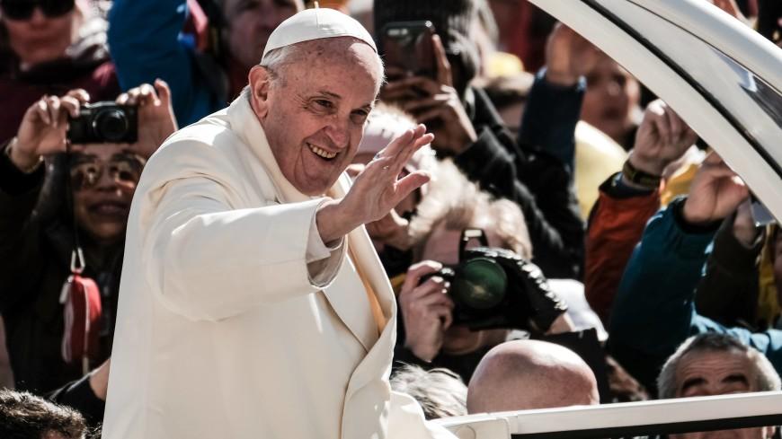 Папа римский помолился в часовне Святых Ворот в Вильнюсе
