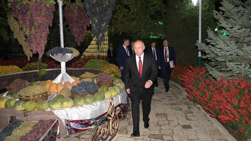 Путин прибыл на заседание Совета глав СНГ в Душанбе