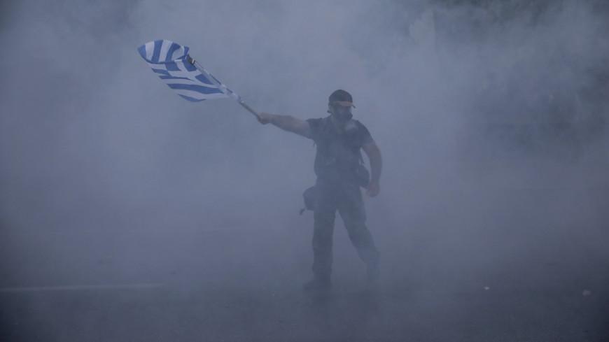 Демонстрантов в греческих Салониках начали разгонять гранатами и газом