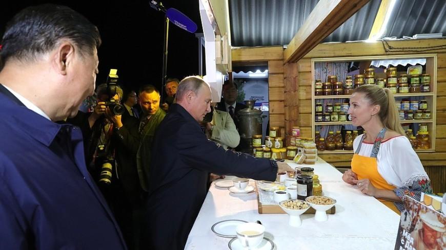 Путин рассказал, чем его угостили на ярмарке «Улица Дальнего Востока»