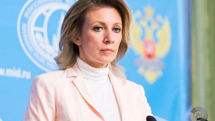 «Всех вылечу»: Захарова вышла к журналистам в образе «МИДсестры»